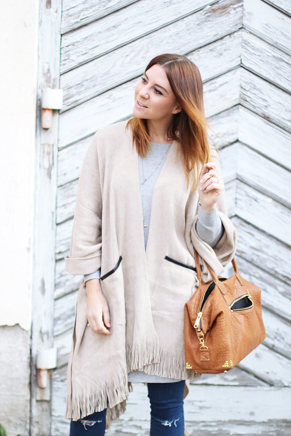 who is mocca, modeblog, fashionblog, cape kombinieren, valentino rocketed pumps, kimder tasche, frenchie, oversize outfit, layering look, whoismocca.com
