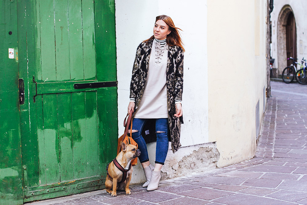 who is mocca, modeblogger deutschland, fashionblog austria, lagenlook für kalte tage, lagenlook Outfit Herbst, Innsbruck Altstadt, skinny jeans, edited long cardigan, Jeffrey campbell booties, whoismocca.com