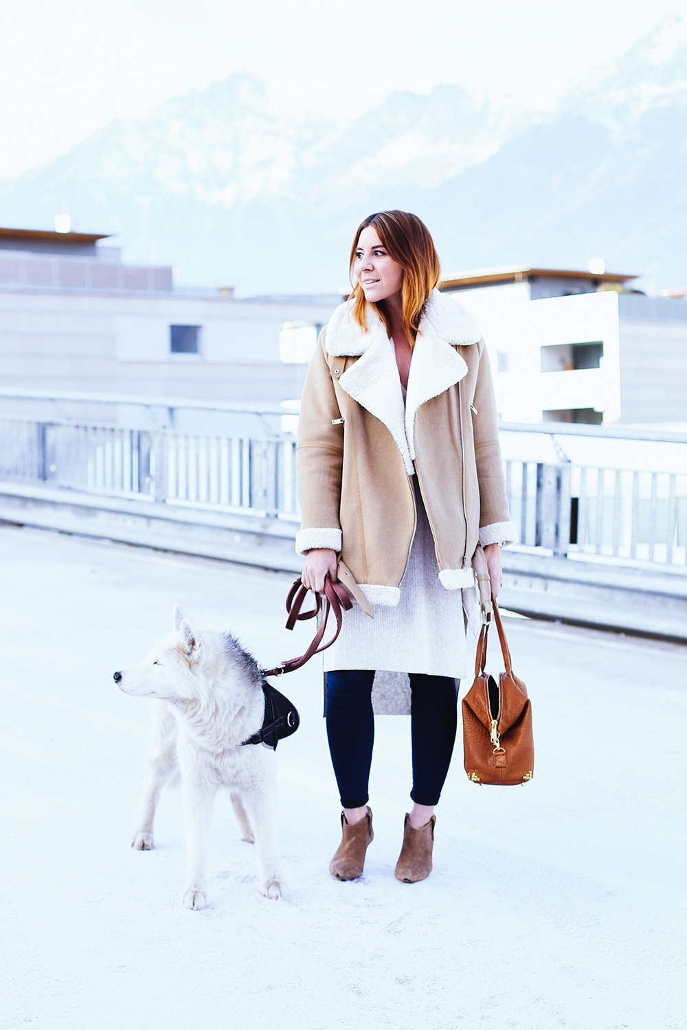 who is mocca, modeblogger, fashionblogger, acne lookalike biker jacke, velocite jacket, zara acne jacke, husky, innsbruck, streetstyle, frenchie, skinny jeans, layering, lagenlook, whoismocca.com