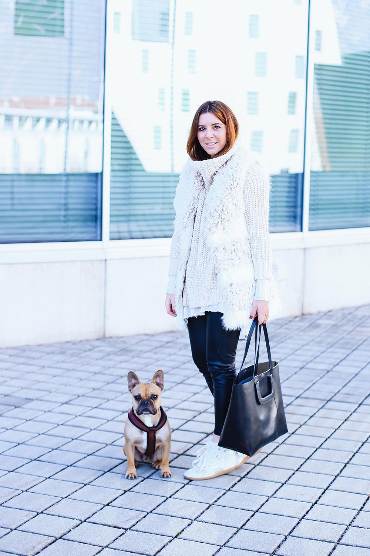whoismocca modeblogger fashionblogger fake fur weste lederhose sneaker wedges winteroutfit 2. Black Bedroom Furniture Sets. Home Design Ideas