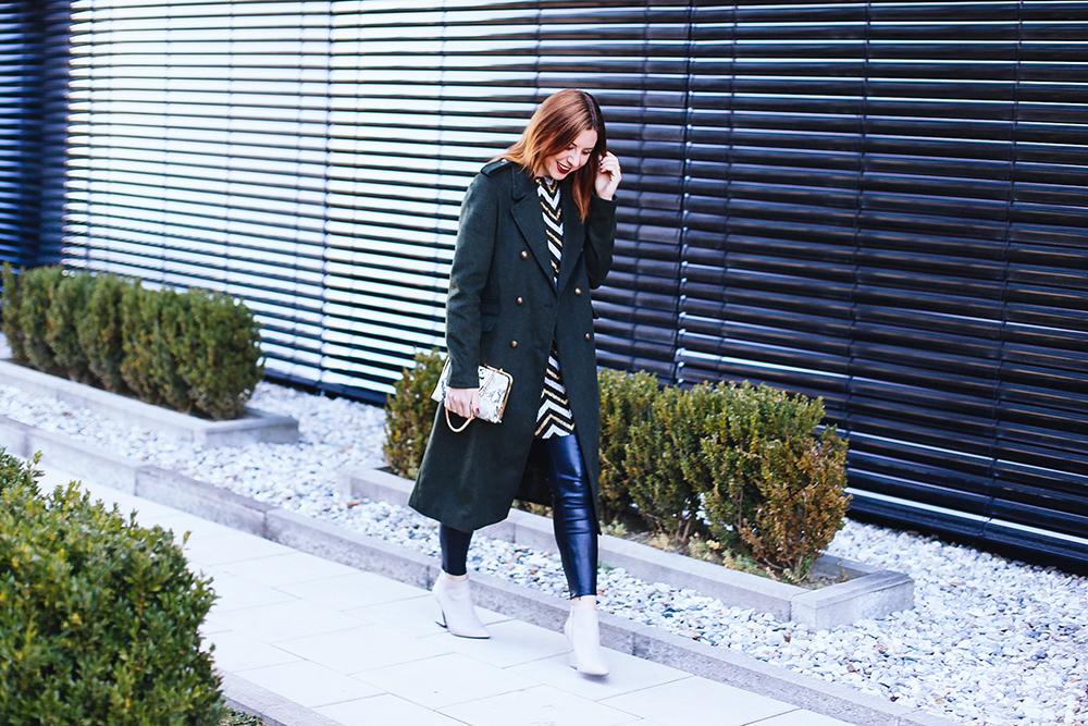 who is mocca, modeblogger, fashionblogger, silvester outfits, lookbook, schnürschuhe, streifenpullover, plissee rock leder, whoismocca.com