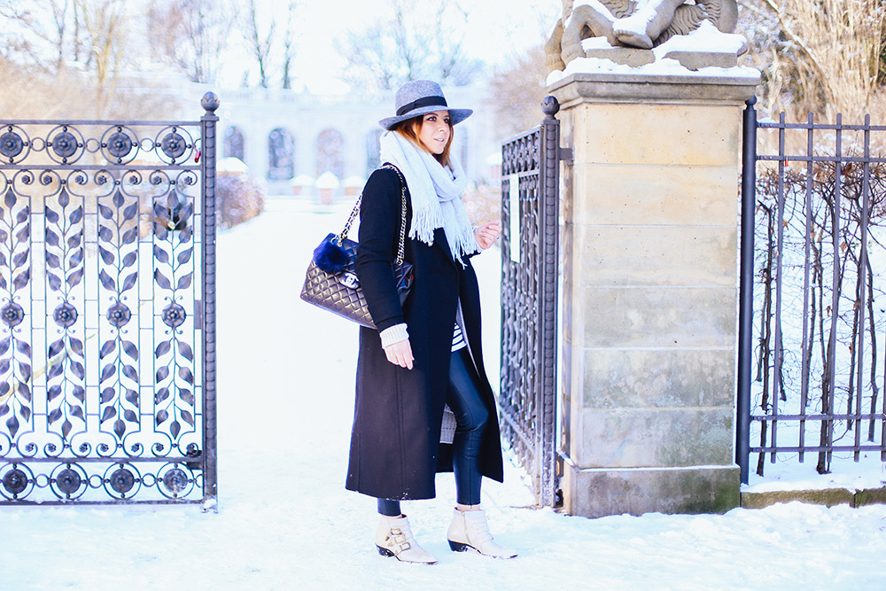 who is mocca, modeblog, fashionblog, influencer, fashion week berlin outfit, oversize mantel mango, chloe susanna boots, chanel maxi jumbo vintage bag, whoismocca.com