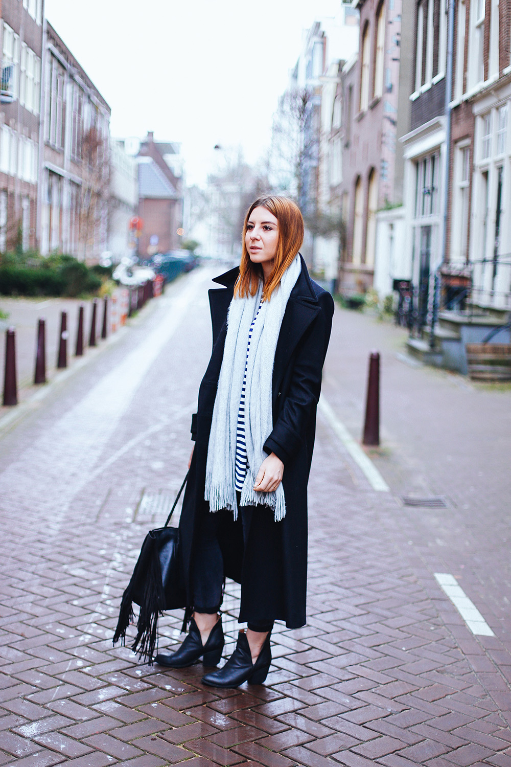 who is mocca, modeblog, fashionblog, influencer, amsterdam streetstyle, oversize mantel kombinieren, cut out boots, winter outfit, whoismocca.com