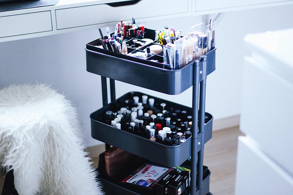 makeup aufbewahrung schminktisch schminkbereich sammlung. Black Bedroom Furniture Sets. Home Design Ideas