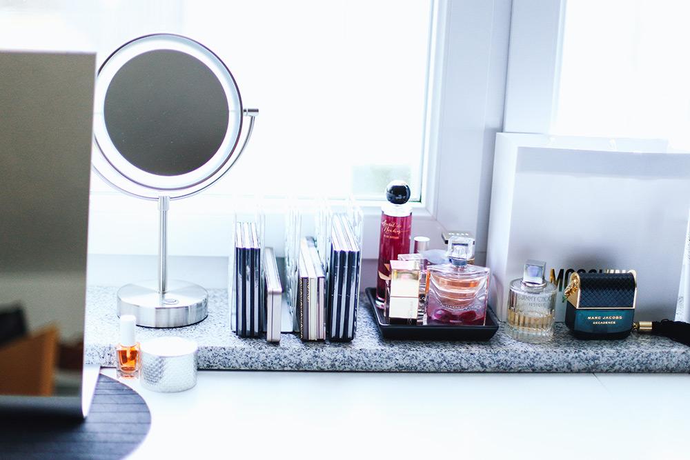 Mein Schminkbereich: Makeup Aufbewahrung und Sammlung