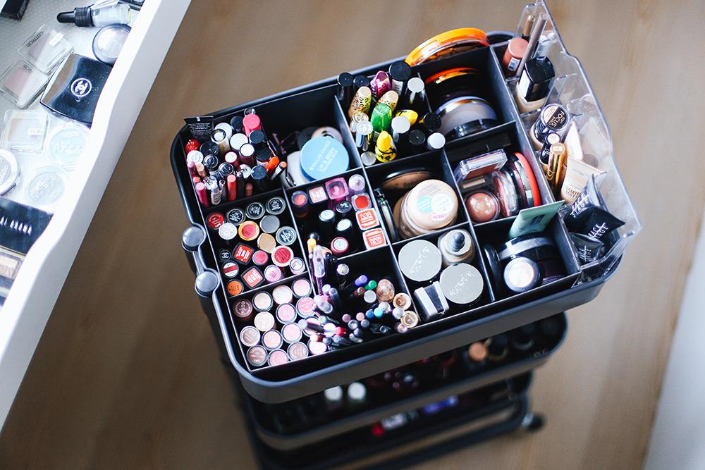 makeup-aufbewahrung-schminktisch-schminkbereich-sammlung-fashion, Schlafzimmer entwurf