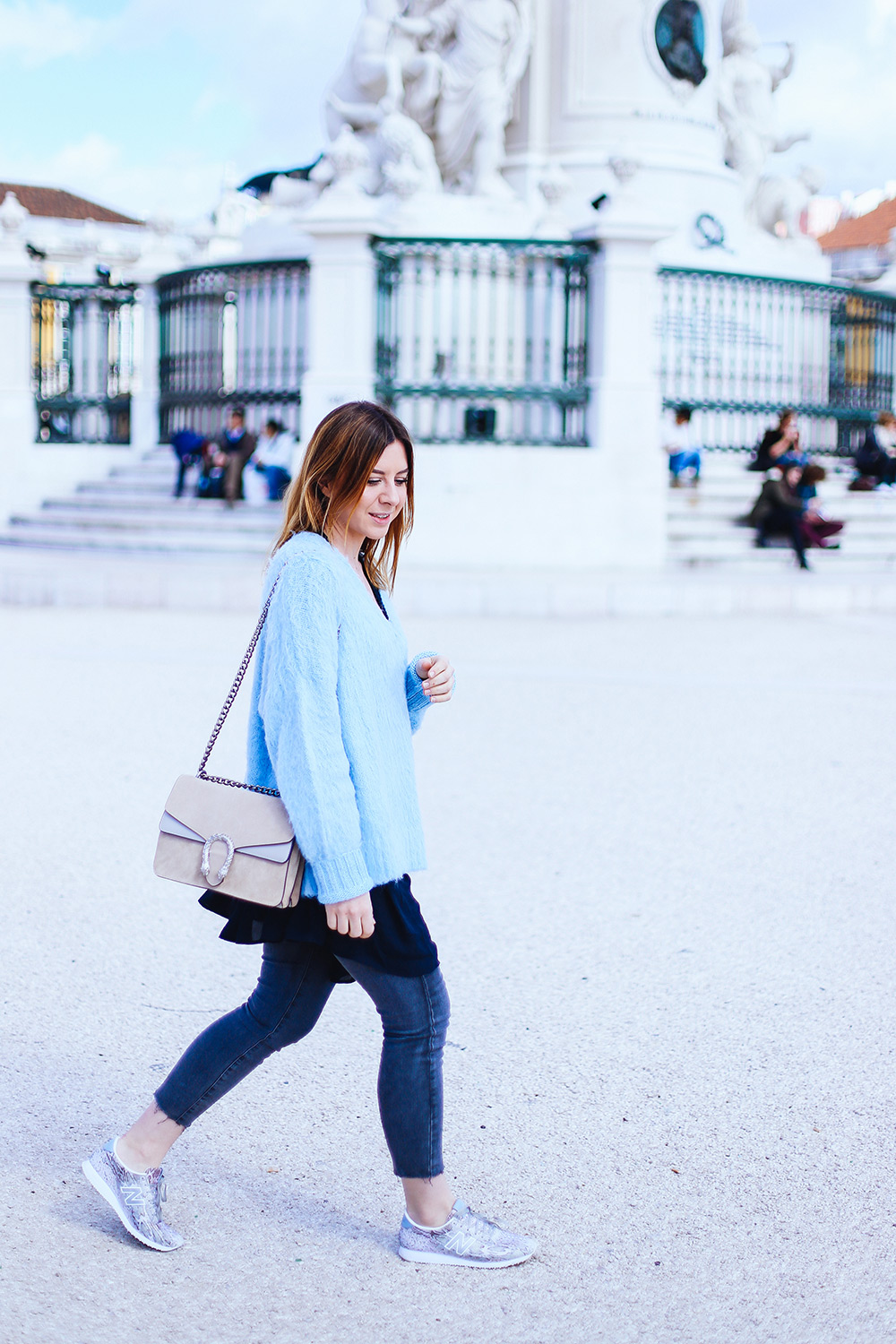 Pastel Outfit, sorbet jumper, Serenity Outfit, Spring Outfit, grey Jeans kombinieren, New Balance Sneaker, Lissabon Streetstyle, Ombre, Gucci Dionysus Outfit, Fashion Blog, whoismocca.com