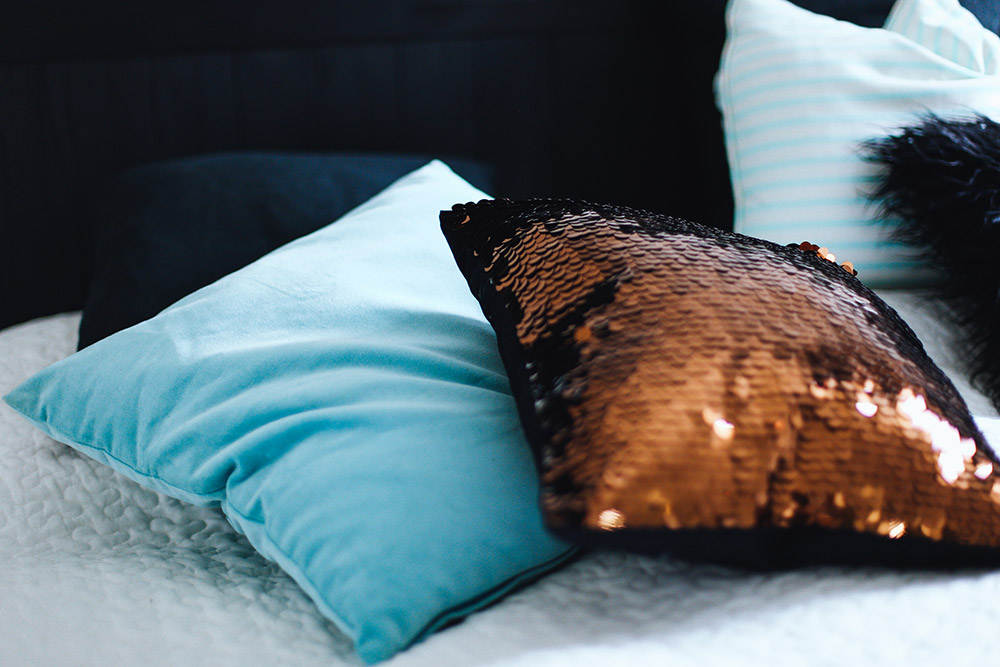 5 Tipps Für Ein Gemütliches Schlafzimmer, Textilien, Dekoration, Kupfer,  Mintgrün, Weiß
