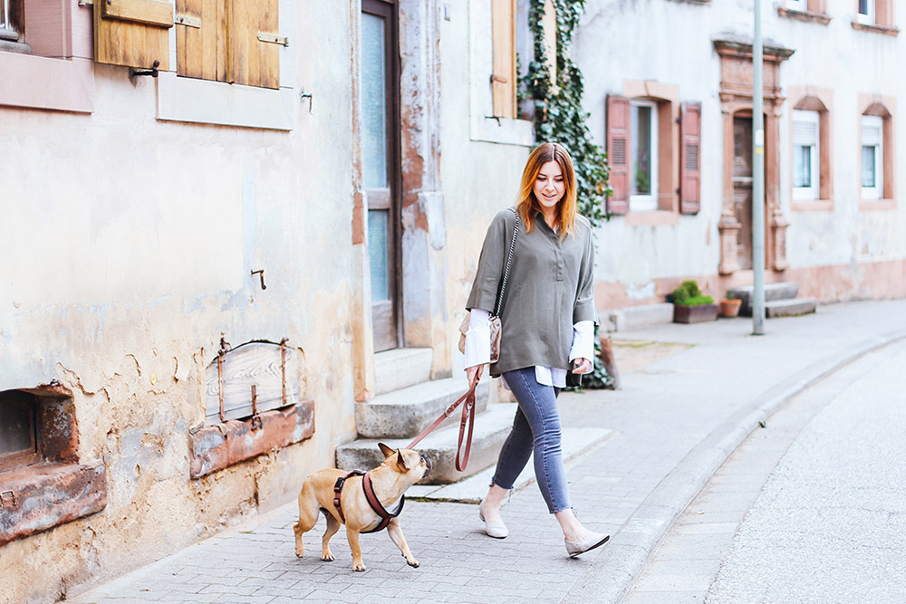 Bluse mit ausgestellten Ärmeln von Calvin Klein Jeans, Flats von Kennel und Schmenger, Stella McCartney Soft Beckett Schultertasche, Streetstyle, OOTD, Fashion Blog, Modeblog, whoismocca.com
