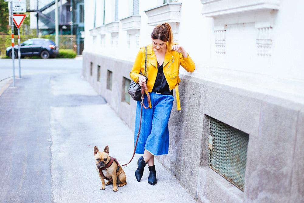 Gelbe Lederjacke von Zara, Denim Culotte kombinieren, Vic Matie Boots, Lingerie Shirt im Alltag tragen, Streetstyle, Fashion Blogger, Modeblog, whoismocca.com