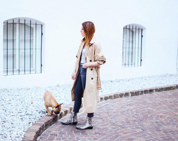 Outfit mit Schlangenprint Boots, Streifen Body, High-Waist Jeans, Fashion Magazin, Modeblog, Fashion Blog, Streetstyle, Tirolblog, whoismocca.com