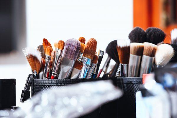 Pinsel Grundausrüstung: Die 8 wichtigsten Makeup Pinsel, Lidschatten, Foundation, Blush, Rouge, Bronzer, Lippen, Augenbrauen, Beauty Blog, whoismocca.com