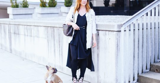 Leggings unter Kleid, schwarzes Maxikleid kombinieren, Satin Bomberjacke Zara, Schnür High Heels, Chanel Jumbo Maxi, Fashion Magazin, Fashion Blog, whoismocca.com