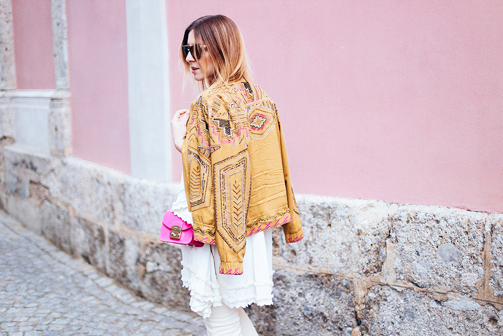 Sequined Jacket, white cropped Jeans and tunic, fashion magazine, fashion blog, austria, whoismocca.com