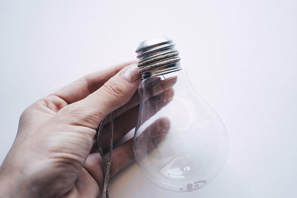 Geniale DIY Idee für Pflanzen: Die Glühbirnen Vase, Anleitung, Tutorial, Pinterest DIY, Interior Blog, Interior Magazin, whoismocca.com