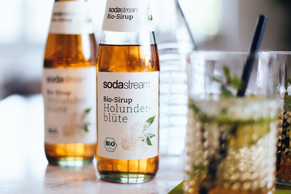 Sommerdrinks mit und ohne Alkohol, Sodawasser, SodaStream Rezepte, Foodblog, Limetten Sirup, Holunderblüten Sirup, whoismocca.com