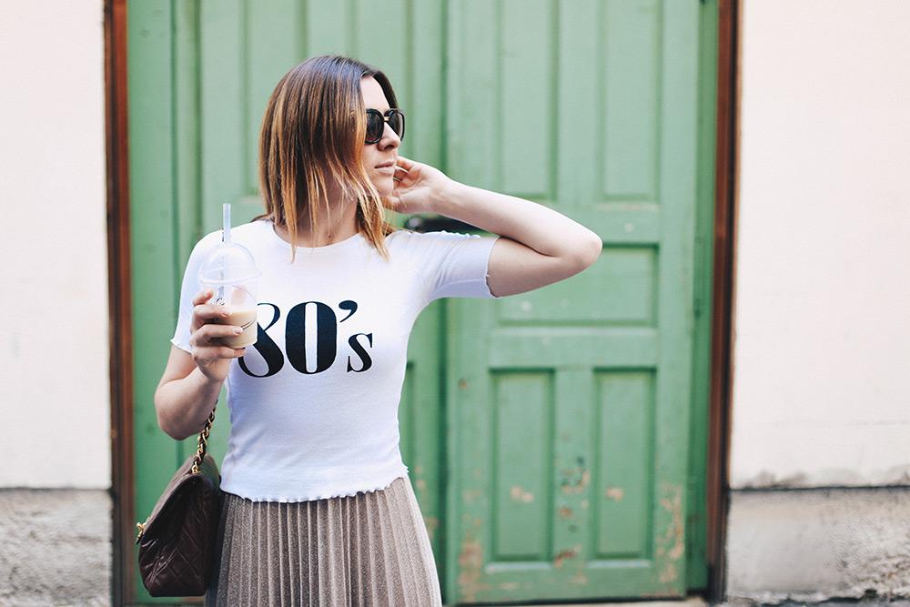 Plisseé Rock, 80s Shirt und Leo Loafer, Chanel Flap Bag Braun, Dolce & Gabbana Sonnenbrille, Fashion Blog, Modeblog, Streetstyle, whoismocca.com