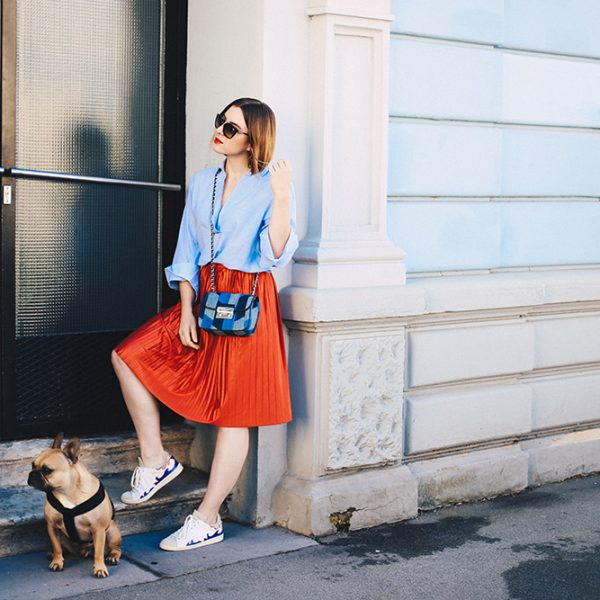Roter Plissee-Rock, Oversize-Bluse, Isabel Marant Gilly Sneakers, Fashion Blog, Modeblog, Streetstyle, Outfit Inspiration, whoismocca.com