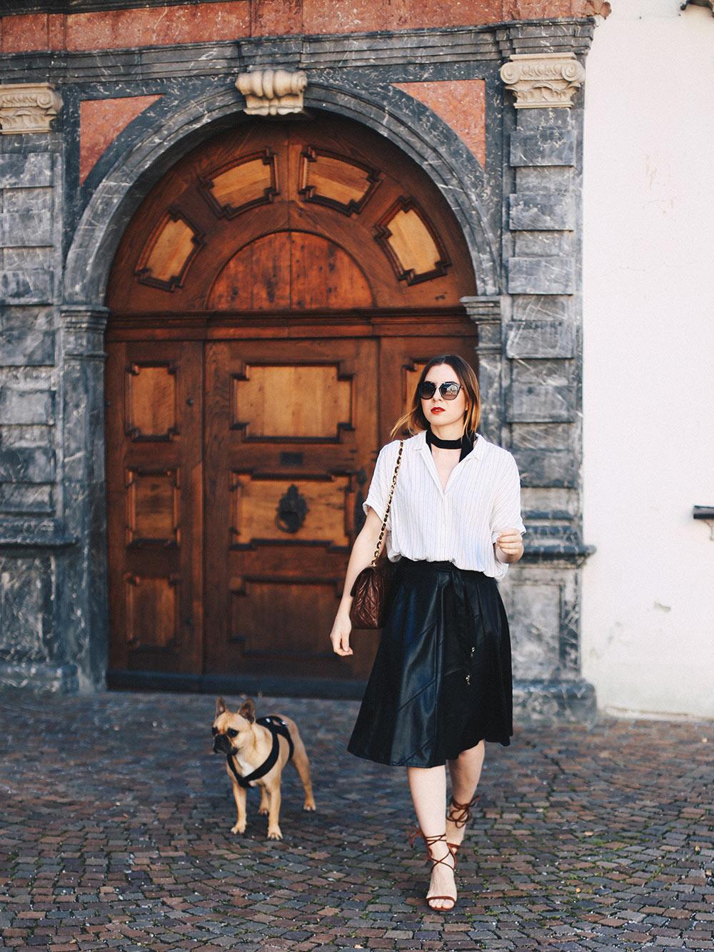 Wardrobe-Essential-schwarzer-Midirock-aus-Leder-Patrizia-Pepe-outfit-streetstyle-fashionblog-modeblog-whoismocca-7