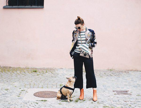 Herbst-Outfit mit Glockenärmel, Bomberjacke mit Print, schwarze Culotte, Trompetenärmel, Bell Sleeves, Print-Mix, Michael Kors Nieten Tasche, Fashion Blog, Mode Blog, whoismocca.com