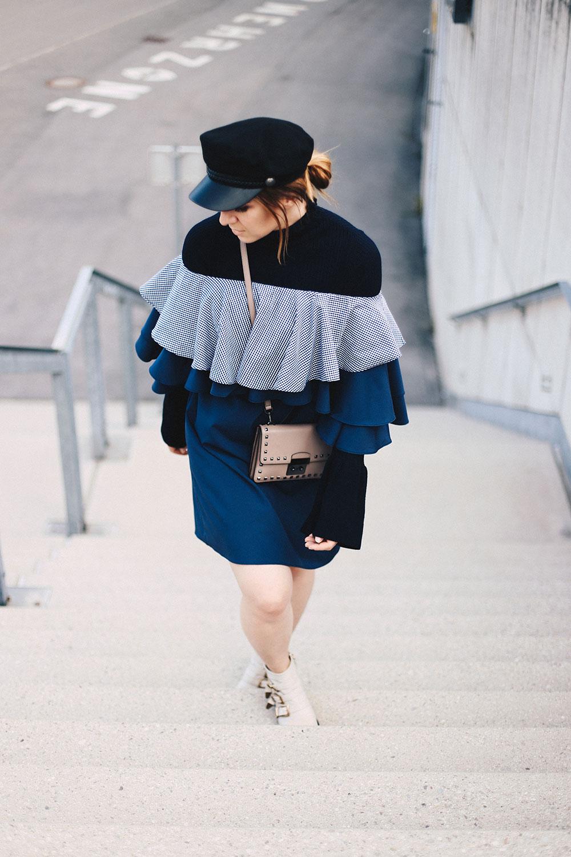 Pullover kombinieren, Trompetenärmel, Glockenärmel, Bell Sleeves, Off-Shoulder Kleid, Chloe Susanna Boots, Michael Kors Tasche, Streetstyle, Fashion Blog, Modeblog, whoismocca.com