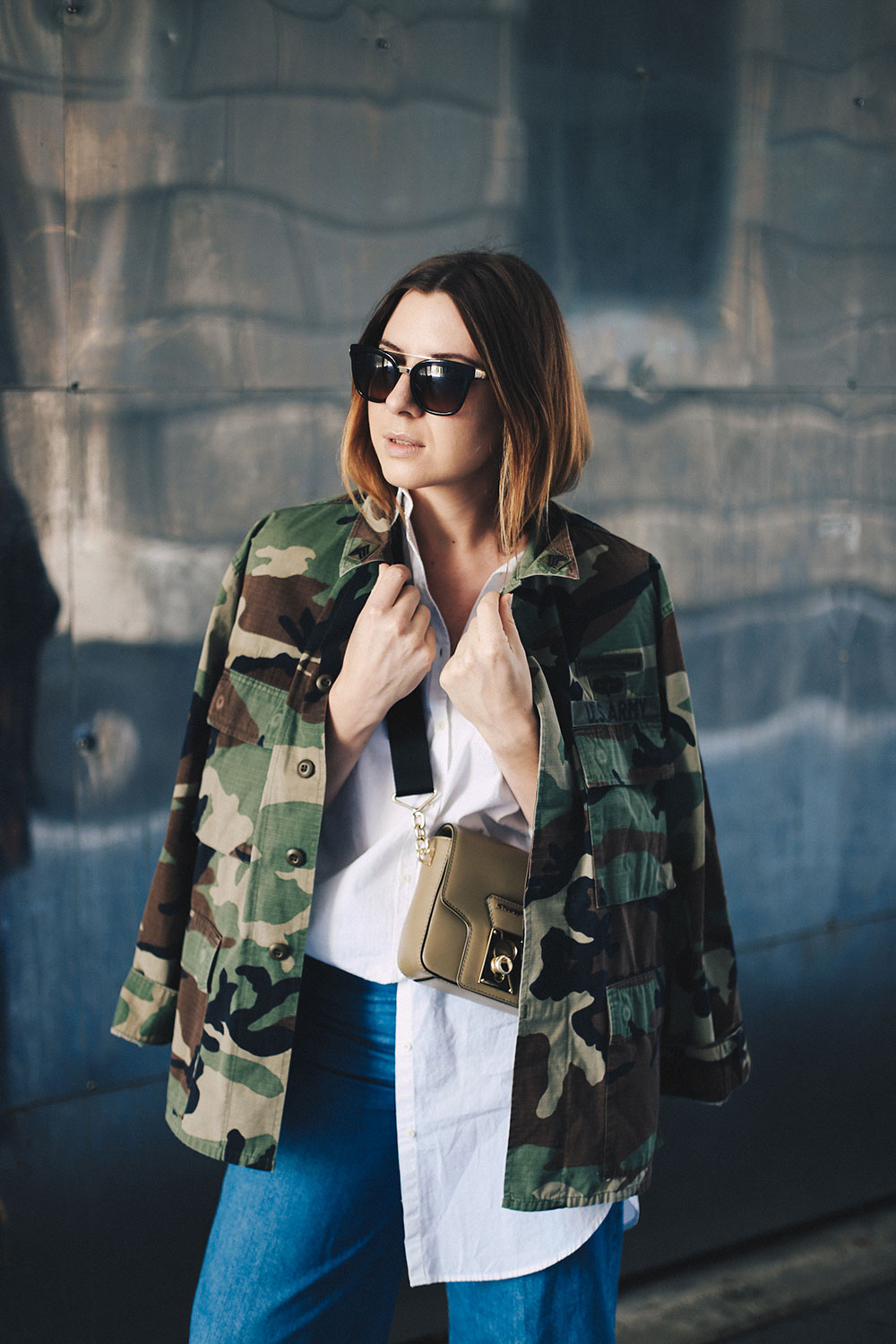 Oversize Camouflage Parka, Denim Culotte, goldene Boots, Streetstyle, Herbst Outfit, Metallic Boots, Cross Body Bag, breiter Riemen, Fashion Blog, Modeblog, whoismocca.com