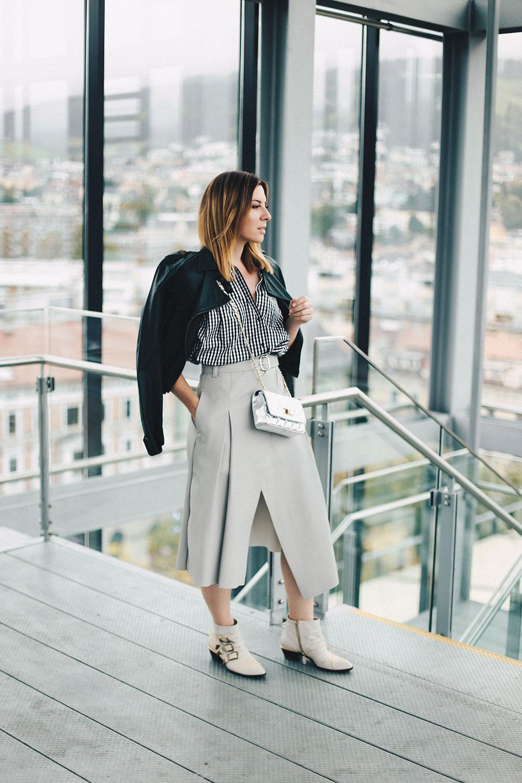 Karohemd stylen, Wickel-Midirock, Lederjacke, Karohemd kombinieren, Chloe Susanna Boots, Herbst-Outfit, Streetstyle, Modeblog, Fashion Blog, whoismocca.com