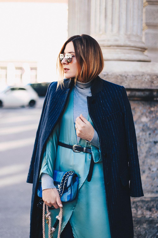 Nadelstreifen-Mantel, Missguided Satinkleid, Topshop Skinny Jeans, Chloe Boots, Michael Kors Denim Tasche, Herbst Outfit, Kleid über Jeans, Fashion Blog, Modeblog, Blogazine, whoismocca.com