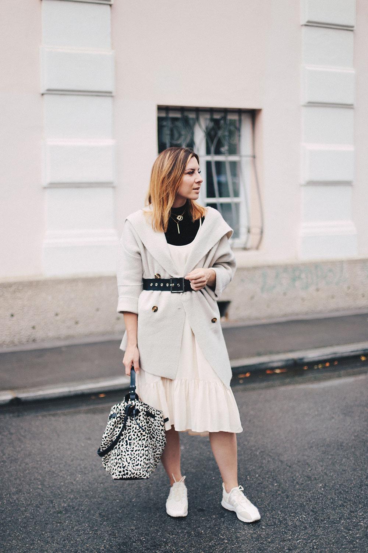 Sommerkleid im Herbst, Kleid und Cardigan, Adidas ZX Flux Sneakers, Shopper, Taillengürtel, Fashionblog, Modeblog, Outfit Blog, whoismocca.com