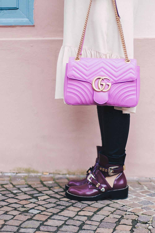 Balenciaga Boots Outfit mit Volantkleid und Lederhose, Ceinture Boots kombinieren, Balenciaga Cut-Out Schuhe, GG Marmont pink, Outfit Blog, Fashion Blog, whoismocca.com