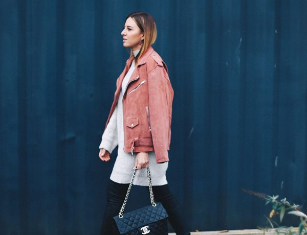 Outfit-Kombi mit Lederhose und Lederjacke, Tipps für Outfit-Fotos, American Vintage Lederjacke, Chloe Susanna Boots, Chanel Maxi Jumbo Bag, Strickkleid, Streetstyle, Outfit Blog, Modeblog, Fashion Blog, whoismocca.com