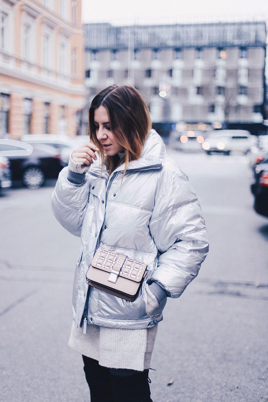outfit overknees im winter strickkleid adidas by stella mccartney fashionblog modeblog styleblog. Black Bedroom Furniture Sets. Home Design Ideas