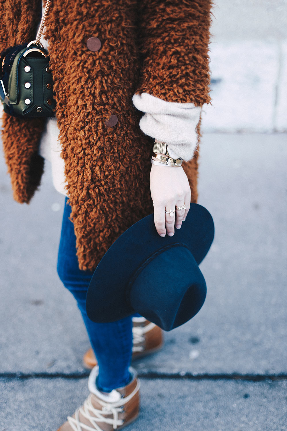 Teddyfell Jacke, Winteroutfit, Isabel Marant Nowles Boots, Jimmy Choo Lockett Petite, Vintage Designer Shopping, Streetstyle, Modeblog, Fashion Blog, Outfit Ideen, whoismocca.com