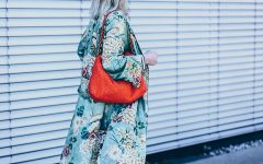 Frühlingsoutfit mit Kimono, how to wear, Chloe Kole Boots, Nina Ricci Vintage Tasche, How to wear a Mom Jeans, Spring Outfit, Blumen Kimono kombinieren, Zara Outfit, Modeblog, Fashion Blog, Style Blog, Outfit Blog, www.whoismocca.com