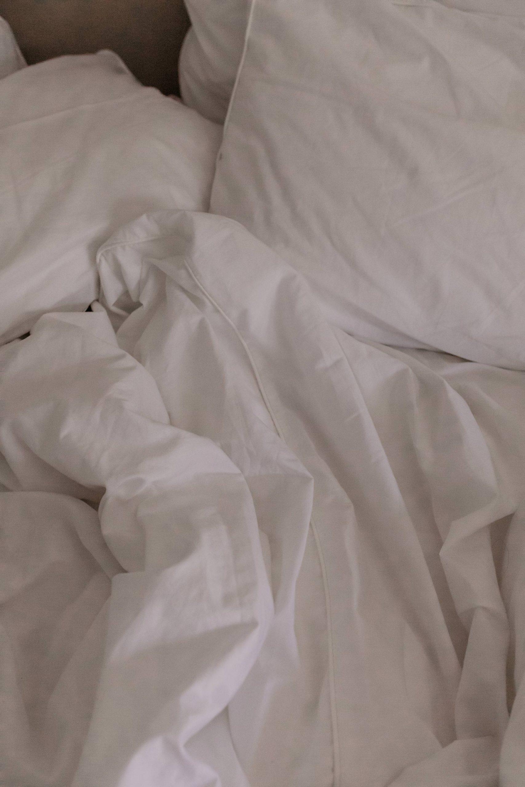 Du möchtest dein Schlafzimmer gemütlich machen? Ich habe 7 kuschelige sowie hilfreiche Ideen am Interior Blog für dich gesammelt. www.whoismocca.com