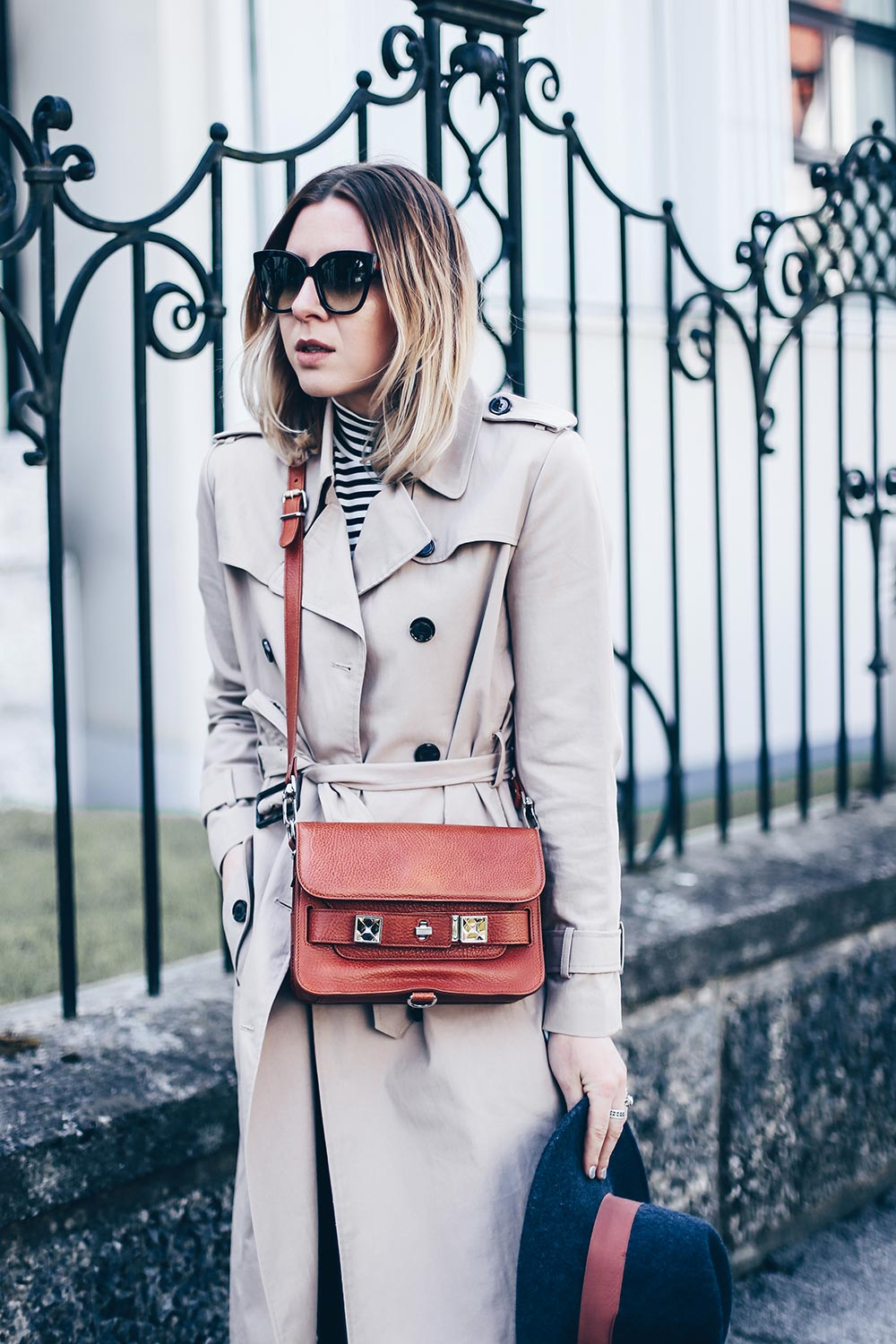 casual chic style und outfit mit J'Adior Pumps, Proenza Schouler PS11 Tasche, Trenchcoat und Skinny Jeans, Fashion Blog, Outfit Blog, Modeblog, Streetstyle 2017, www.whoismocca.com