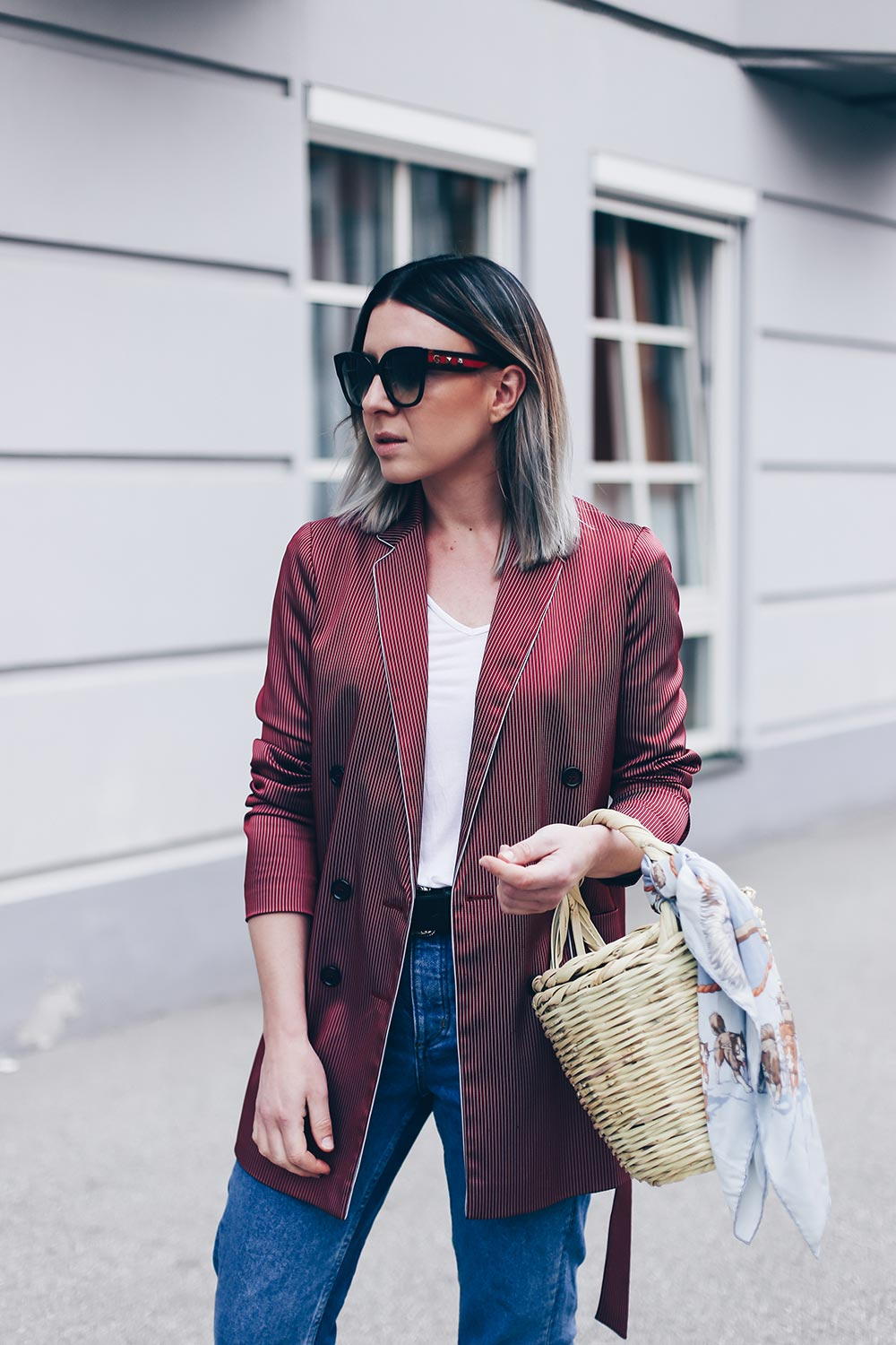 Casual Blazer Outfit mit Jane Birkin Basket und Denim Slippers, Jane Birkin Basket stylen und shoppen, Style Blog, Modeblog, Outfit Blog, Streetstyle 2017, Blazer Outfit, www.whoismocca.com