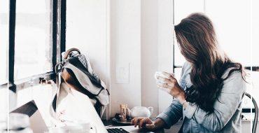 So findet man als Selbstständige den idealen Arbeitsplatz. Coworking Space, Home Office, Bürogemeinschaft oder eigenes Büro - welche Variante ist die richtige für mich?, It's Fem, Woman at Work, Girlboss, Girlpower, Style Blog, www.whoismocca.com