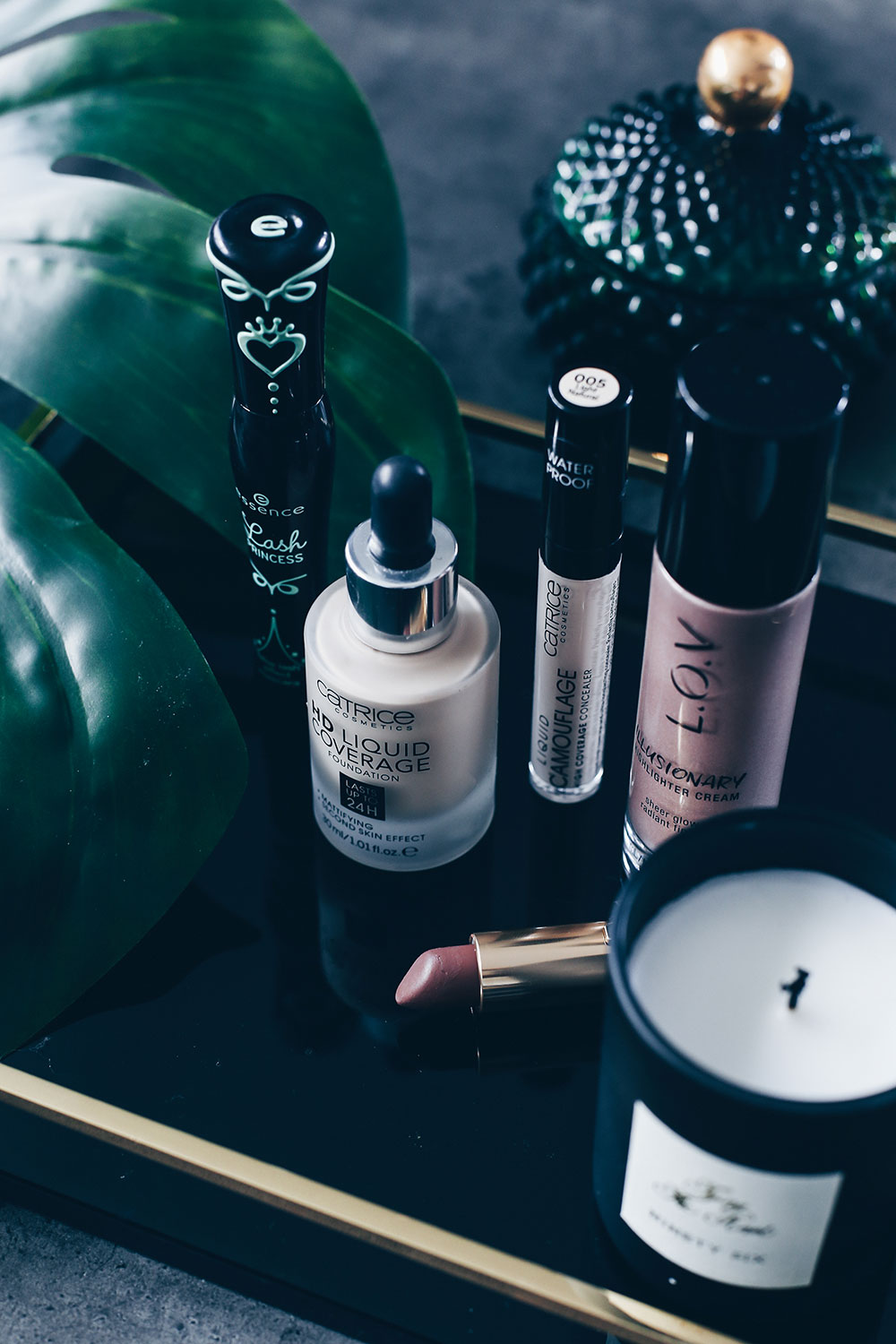 Meine 5 Makeup Must-Haves aus der Drogerie, Drogerie Essentials, Foundation Catrice, Concealer Catrice, Mascara Essence, Color Riche Loreal Lippenstifte Review, Highlighter LOV, Beautyreport, Erfahrungsbericht, Review, Beautyblog, Beauty Magazin, www.whoismocca.com