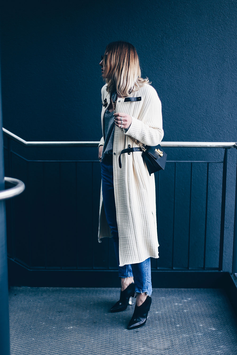 Casual Chic Denim Style mit Isabel Marant Mantel und Vic Matie Schuhen, Flynn Tasche, Gucci Padlock Lookalike, Streetstyle, Fashion Blogger, Modeblog, Outfit Blog, www.whoismocca.com