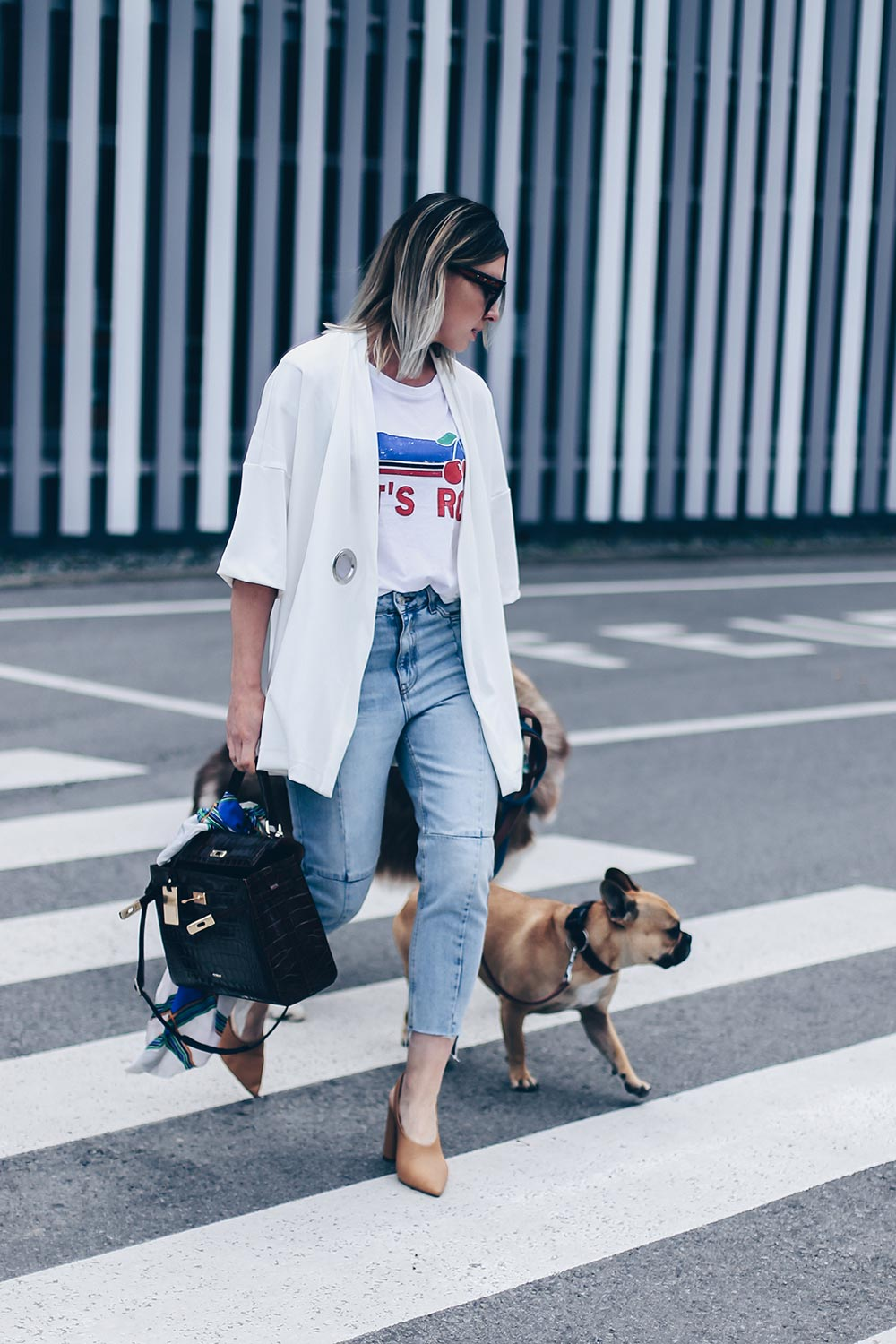 cropped Jeans Outfit, Mom Jeans kombinieren, Jeans Styling Ideen, Picard Tasche, Saint Laurent Tuch, Mango Pumps, Blockabsatz, Print Shirt, Statement Shirt, Kaftan, Kimono stylen, Frühlings Outfit, Modeblog, Fashion Blog, Style Blog, Outfit Blog, www.whoismocca.com