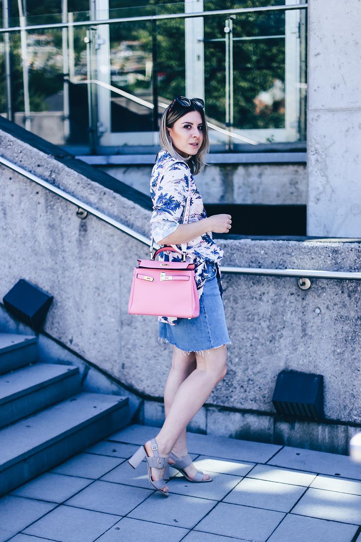 Pyjama all Day, Pyjama Look im Alltag, Satin Bluse H&M, Jeansrock kombinieren, Hermes Lookalike Bag, Sandaletten, Style Blog, Outfit Blog, Fashion Blog, Modeblog, www.whoismocca.com