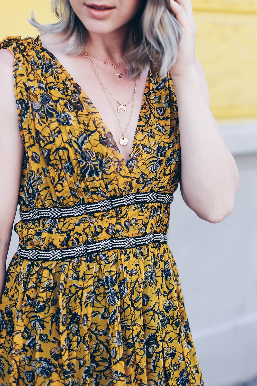 Stiefel im Sommer stylen, Styling Inspiration, Isabel Marant Printkleid, Yves Saint Laurent Shopper, Chloe Kole Boots, transparente Brille, Fashion Blog, Modeblog, Style Blog, Outfit Blog, Sommer Outfit, www.whoismocca.com