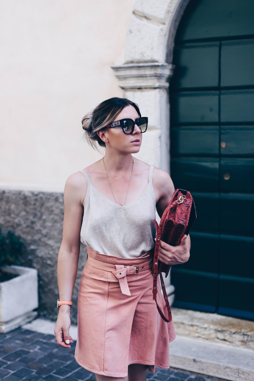 Isabel Marant Eydie Jeansrock kombinieren, Sommer Outfit mit Chloe Susanna Boots, Gestuz Tasche, Fashion Blog, Modeblog, Outfit Blog, www.whoismocca.com