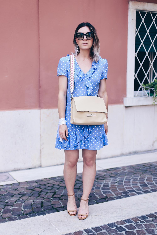 Volantkleid von Mango kombinieren, Wickelkleid Outfit, Punktekleid, Celine Tasche, Guitar Strap, Bag Strap, Sommer Trends, Sommer Outfit, Fashion Blog, Modeblog, Outfit Blog, www.whoismocca.com