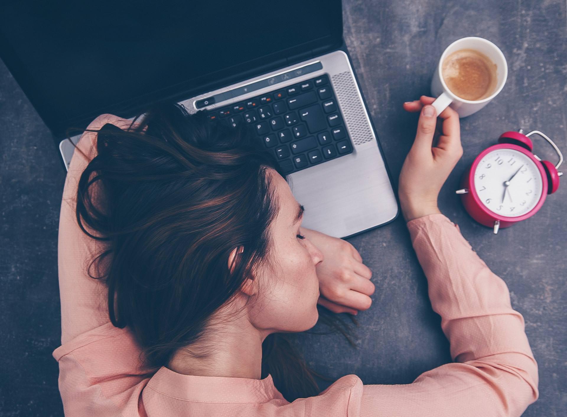 Arbeit darf nicht krank machen, Tipps für mehr Gesundheit im Job, gegen einen ungesunden Arbeitsalltag, Woman at Work, Karriere Blog, Frauenpower, Fit for Success, Style Blog, www.whoismocca.com