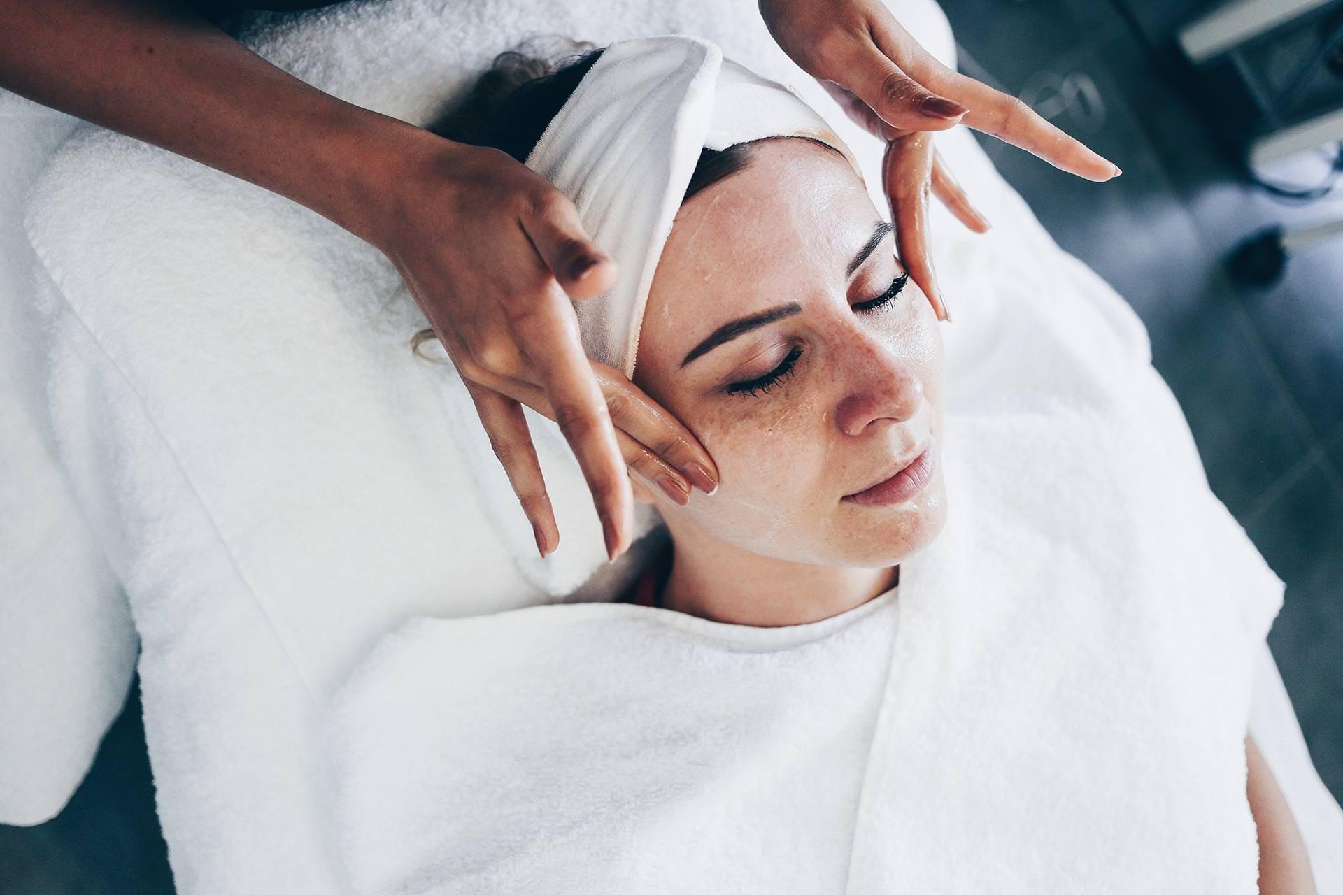 Microdermabrasion und Laserbehandlung für feinporige straffe Haut, Gesichtsstraffung ohne OP, Microdermabrasion Erfahrungen Innsbruck, Beauty Report, Erfahrungsbericht, Beauty Blog, www.whoismocca.com