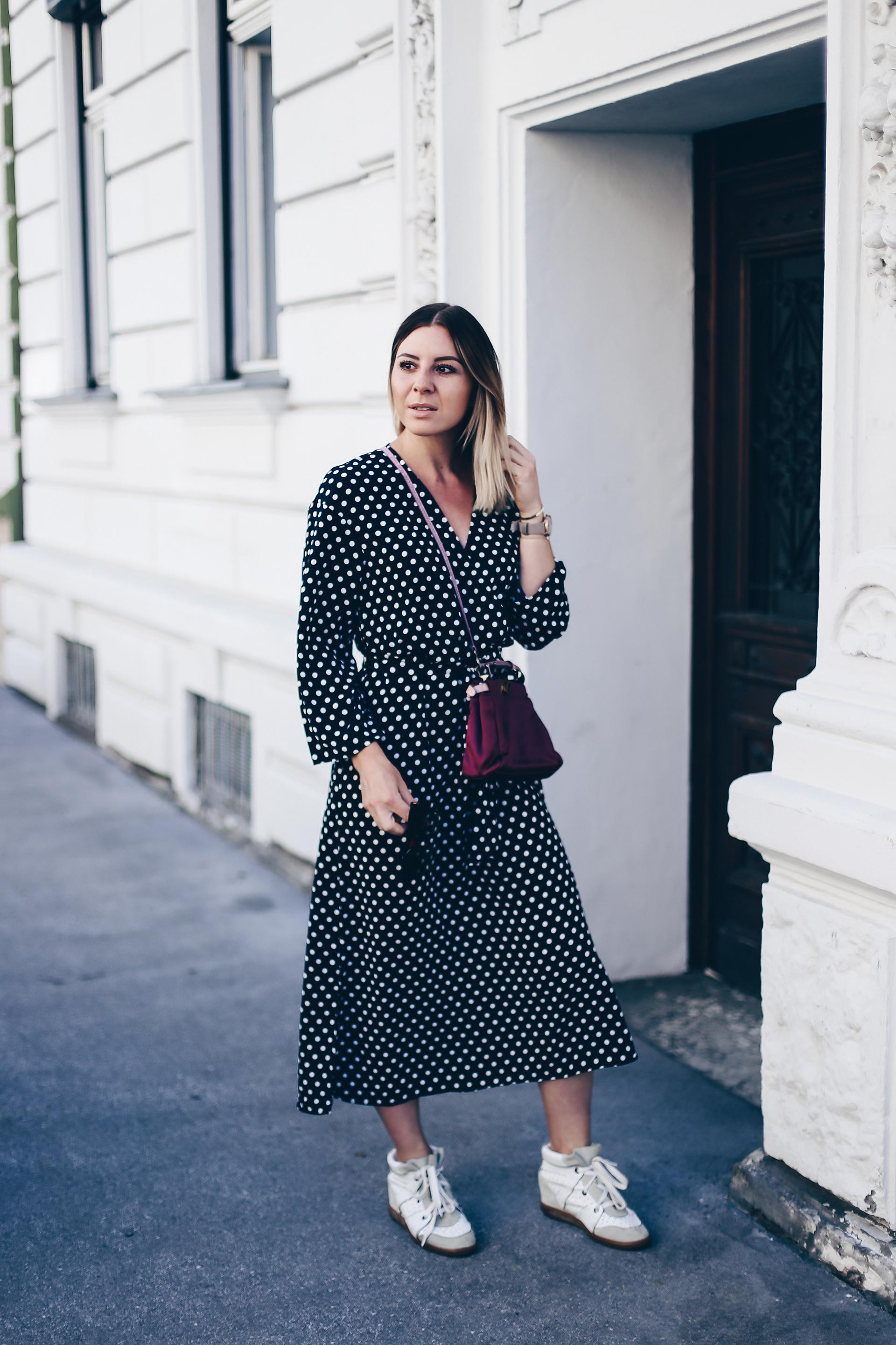 Polka Dots Kleid stylen, Herbst Trends, Sneaker Wedges Isabel Marant, Fendi Peekaboo Bag, Streetstyle, Outfit Ideen, Fashion Blog, Modeblog, Outfit Blog, www.whoismocca.com