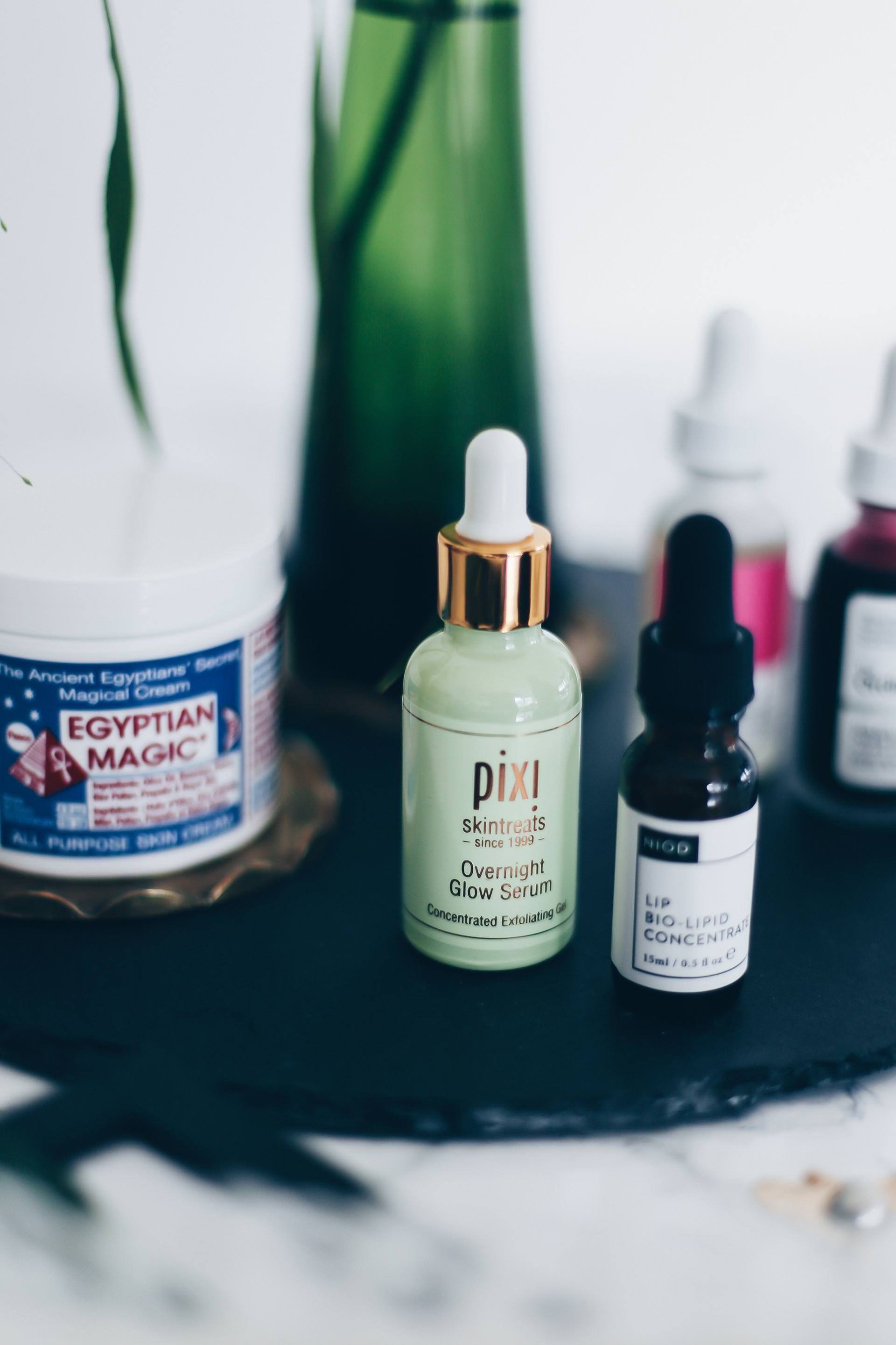 Beauty Favoriten, Must-haves, Pixi Overnight Glow Serum, Hylamide Low-Molecular HA Booster Serum, Vitamin C Booster, The Ordinary AHA BHA Peeling-Lösung, Egyptian Magic Creme, NIOD Lippenkonzentrat, Beauty Blog, Beauty Favoriten, www.whoismocca.com