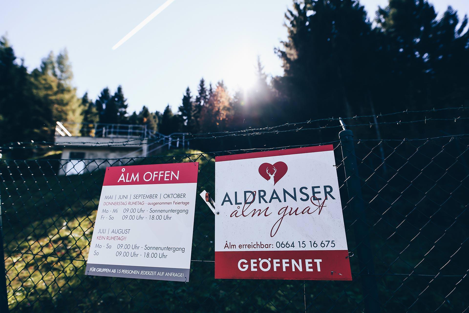 Aldranser Alm, Wandern mit Hund in Tirol, Hundeblog, Wanderblog, Naturblog, Öffnungszeiten, Gehzeit, Erfahrungen, Mountainbiker, Style Blog, www.whoismocca.com